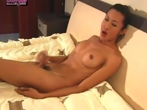 Ladyboy Pon by ladyboygalaxy.com